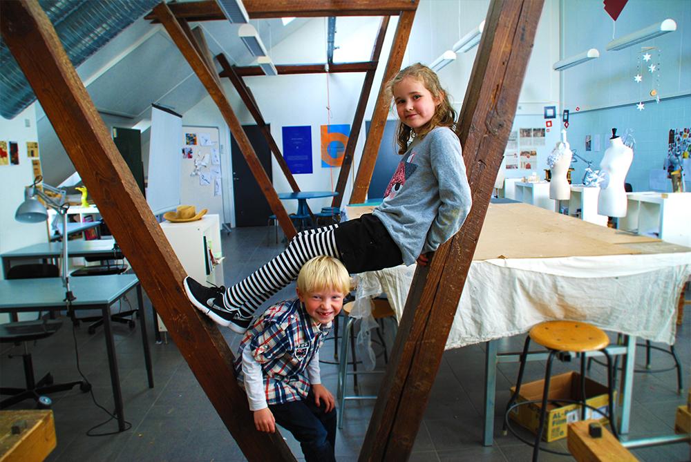 Friskolen Glasværket er en fri grundskole med fokus på håndværk og design.
